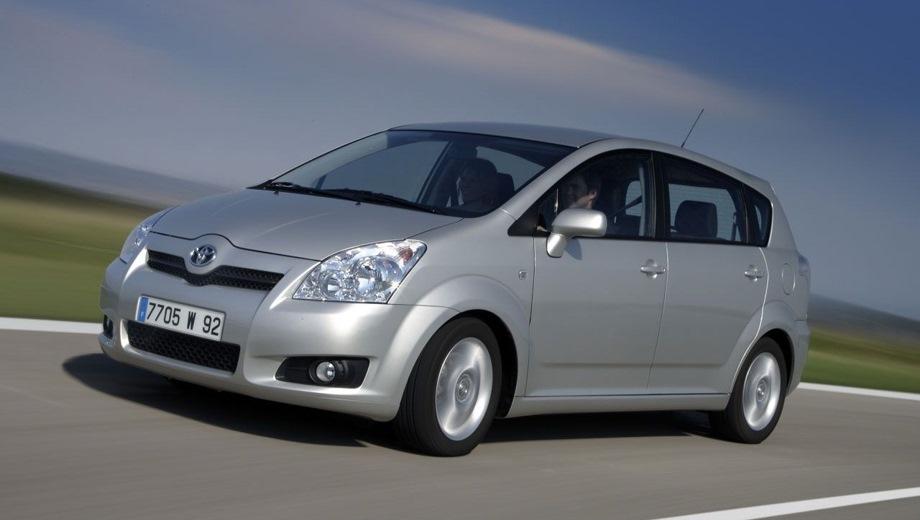 Toyota Corolla Verso. Выпускается с 2001 года. Три базовые комплектации. Цены от 2 304 340 до 2 590 396 руб.Двигатель 1.8, бензиновый. Привод передний. КПП: механическая и роботизированная.