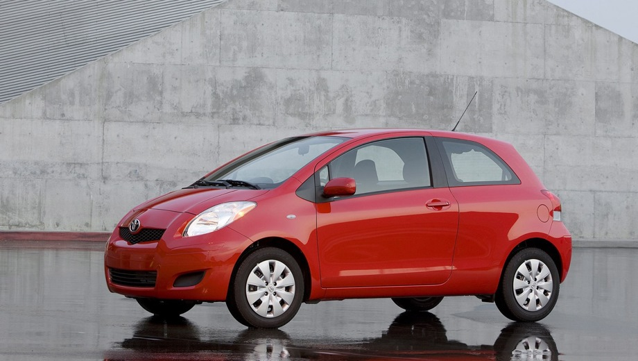 Toyota Yaris 3D. Выпускается с 2005 года. Одна базовая комплектация. Цена 719 000 руб.Двигатель 1.3, бензиновый. Привод передний. КПП: роботизированная.