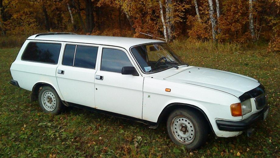 ГАЗ Волга 310221. Выпускается с 1986 года. Одна базовая комплектация. Цена 306 100 руб.Двигатель 2.4, бензиновый. Привод задний. КПП: механическая.