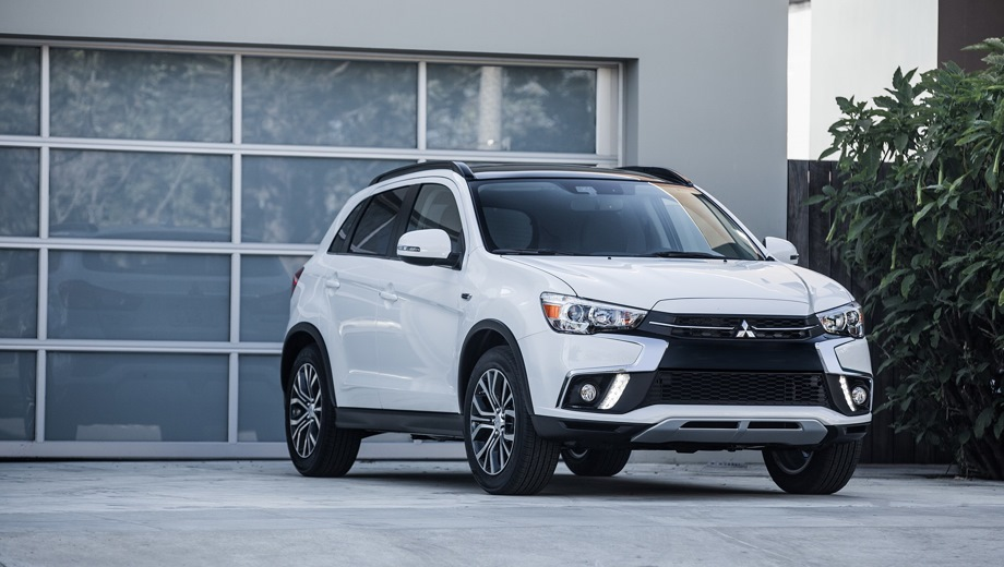 Mitsubishi ASX. Выпускается с 2017 года. Пять базовых комплектаций. Цены от 1 189 000 до 1 633 000 руб.Двигатель от 1.6 до 2.0, бензиновый. Привод передний и полный. КПП: механическая и вариатор.