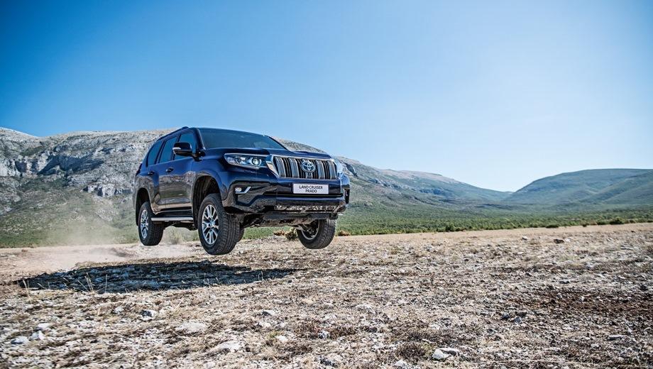 Toyota Land Cruiser Prado. Выпускается с 2017 года. Двенадцать базовых комплектаций. Цены от 2 611 000 до 4 551 000 руб.Двигатель от 2.7 до 4.0, бензиновый и дизельный. Привод полный. КПП: механическая и автоматическая.