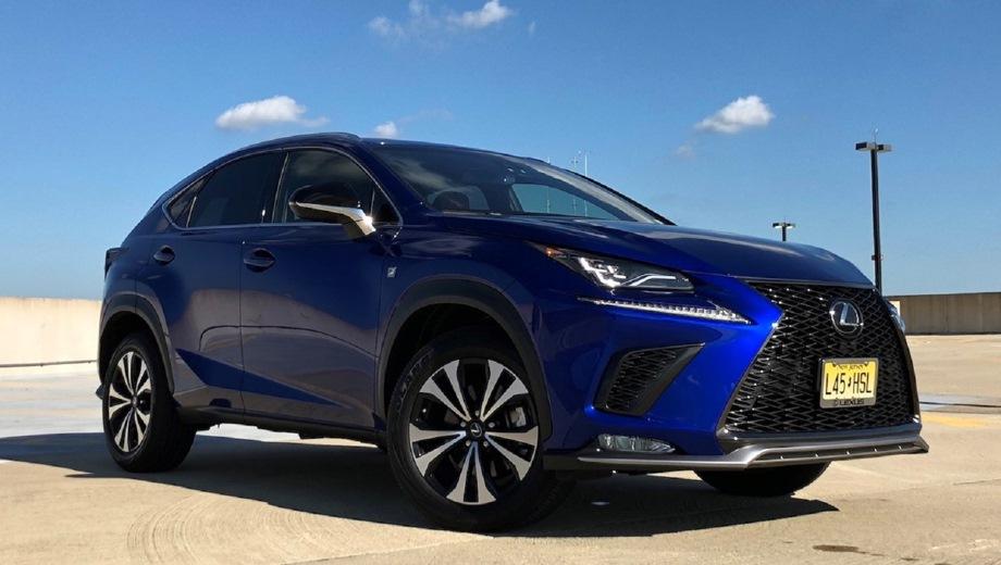 Lexus NX. Выпускается с 2017 года. Двенадцать базовых комплектаций. Цены от 2 257 000 до 3 678 000 руб.Двигатель от 2.0 до 2.5, бензиновый и гибридный. Привод передний и полный. КПП: вариатор и автоматическая.