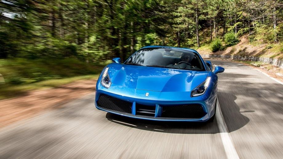 Ferrari 488 Spider. Выпускается с 2015 года. Одна базовая комплектация. Цена 22 600 000 руб.Двигатель 3.9, бензиновый. Привод задний. КПП: роботизированная.