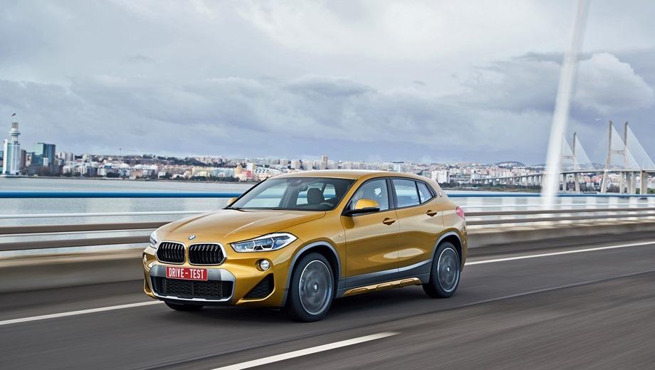 BMW X2. Выпускается с 2017 года. Восемь базовых комплектаций. Цены от 2 250 000 до 2 956 300 руб.Двигатель 2.0, бензиновый и дизельный. Привод передний и полный. КПП: роботизированная и автоматическая.
