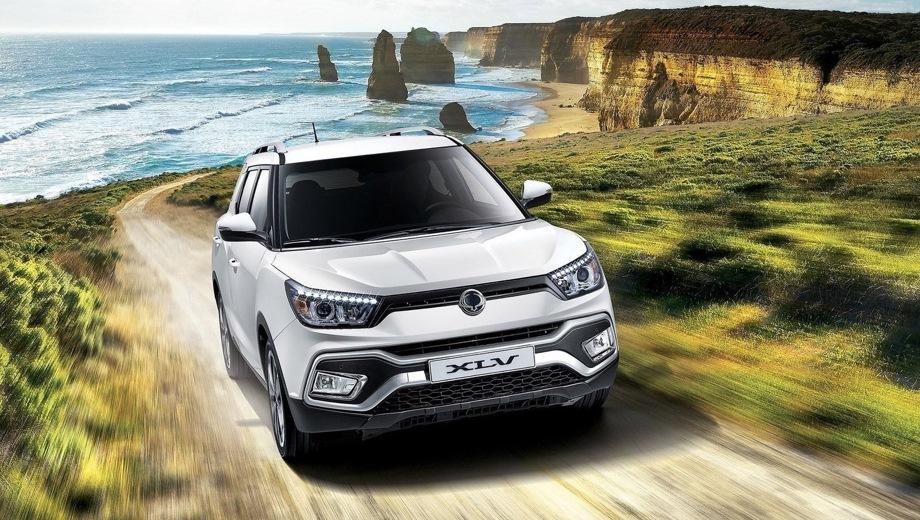 SsangYong Tivoli XLV. Выпускается с 2016 года. Пять базовых комплектаций. Цены от 1 289 000 до 1 579 000 руб.Двигатель 1.6, бензиновый. Привод передний и полный. КПП: автоматическая.