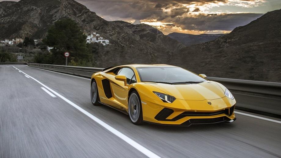 Lamborghini Aventador S. Выпускается с 2016 года. Одна базовая комплектация. Цена 20 660 125 руб.Двигатель 6.5, бензиновый. Привод полный. КПП: роботизированная.