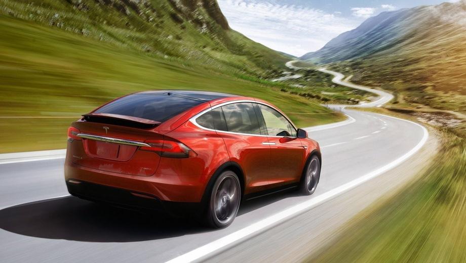 Tesla Model X. Выпускается с 2016 года. Три базовые комплектации. Цены от 8 800 000 до 15 700 000 руб.Привод полный. КПП: автоматическая.