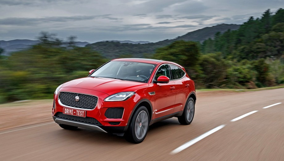 Jaguar E-Pace. Выпускается с 2017 года. Двадцать семь базовых комплектаций. Цены от 2 781 000 до 4 157 000 руб.Двигатель 2.0, бензиновый и дизельный. Привод полный. КПП: автоматическая.