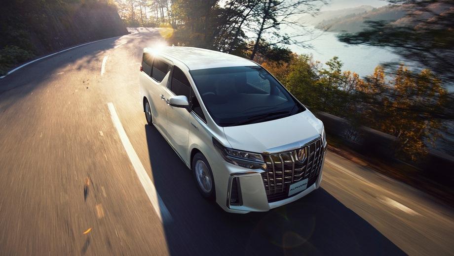 Toyota Alphard. Выпускается с 2018 года. Три базовые комплектации. Цены от 4 764 000 до 5 118 000 руб.Двигатель 3.5, бензиновый. Привод передний. КПП: автоматическая.