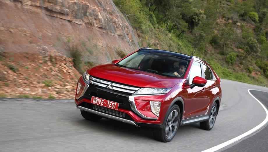 Mitsubishi Eclipse Cross. Выпускается с 2017 года. Три базовые комплектации. Цены от 1 910 000 до 2 256 000 руб.Двигатель 1.5, бензиновый. Привод передний и полный. КПП: вариатор.