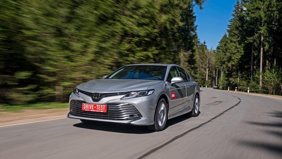 Toyota Camry. Выпускается с 2017 года. Десять базовых комплектаций. Цены от 1 573 000 до 2 499 000 руб.Двигатель от 2.0 до 3.5, бензиновый. Привод передний. КПП: автоматическая.