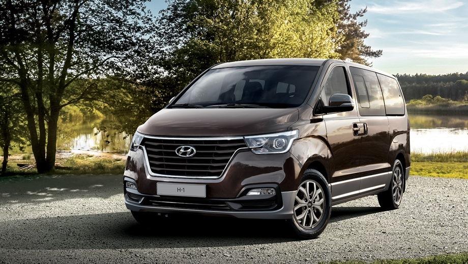 Hyundai H-1. Выпускается с 2017 года. Четыре базовые комплектации. Цены от 2 121 000 до 2 431 000 руб.Двигатель 2.5, дизельный. Привод задний. КПП: механическая и автоматическая.