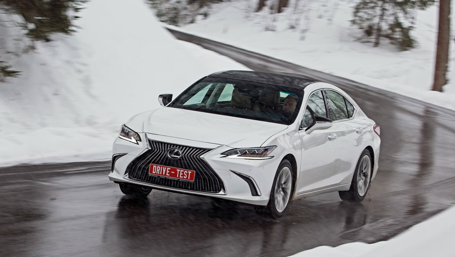 Lexus ES. Выпускается с 2018 года. Восемь базовых комплектаций. Цены от 2 599 000 до 4 405 000 руб.Двигатель от 2.0 до 3.5, бензиновый. Привод передний. КПП: автоматическая.