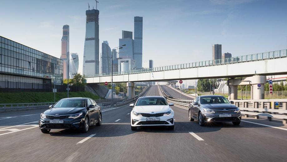 KIA Optima. Выпускается с 2018 года. Девять базовых комплектаций. Цены от 1 344 900 до 2 054 900 руб.Двигатель от 2.0 до 2.4, бензиновый. Привод передний. КПП: механическая и автоматическая.