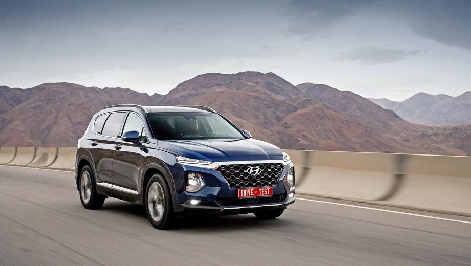 Hyundai Santa Fe (2018). Выпускается с 2018 года. Семь базовых комплектаций. Цены от 2 279 000 до 3 009 000 руб.Двигатель от 2.2 до 3.5, бензиновый и дизельный. Привод полный. КПП: автоматическая.