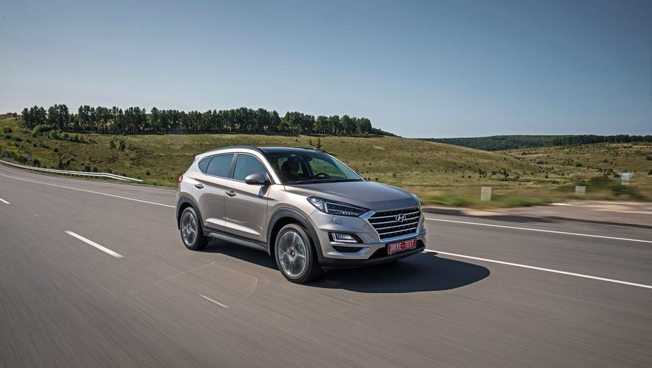 Hyundai Tucson. Выпускается с 2018 года. Пятнадцать базовых комплектаций. Цены от 1 499 000 до 2 269 000 руб.Двигатель от 1.6 до 2.0, бензиновый и дизельный. Привод передний и полный. КПП: механическая, автоматическая и роботизированная.