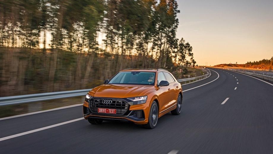 Audi Q8. Выпускается с 2018 года. Восемь базовых комплектаций. Цены от 5 145 000 до 6 000 000 руб.Двигатель 3.0, дизельный и бензиновый. Привод полный. КПП: автоматическая.