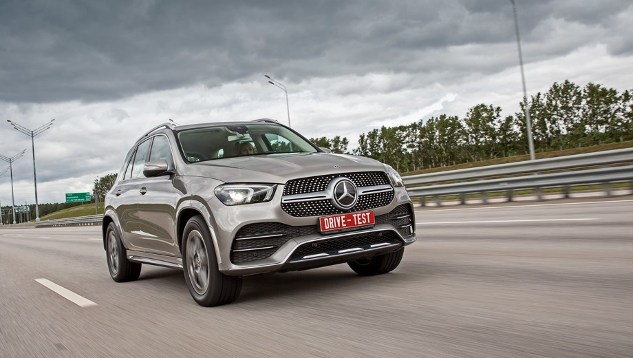 Mercedes-Benz GLE. Выпускается с 2018 года. Семь базовых комплектаций. Цены от 6 100 000 до 9 900 000 руб.Двигатель от 2.0 до 3.0, дизельный, гибридный и бензиновый. Привод полный. КПП: автоматическая.