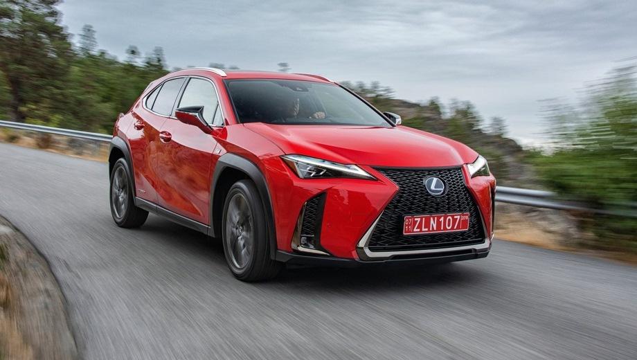 Lexus UX. Выпускается с 2018 года. Семь базовых комплектаций. Цены от 2 316 000 до 3 736 000 руб.Двигатель 2.0, бензиновый и гибридный. Привод передний и полный. КПП: вариатор.