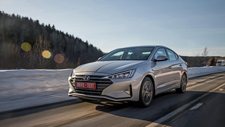 Hyundai Elantra. Выпускается с 2018 года. Восемь базовых комплектаций. Цены от 1 049 000 до 1 315 000 руб.Двигатель от 1.6 до 2.0, бензиновый. Привод передний. КПП: механическая и автоматическая.