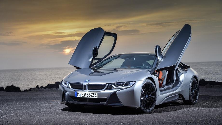 BMW I8. Выпускается с 2017 года. Одна базовая комплектация. Цена 9 910 000 руб.Двигатель 1.5, гибридный. Привод полный. КПП: автоматическая.