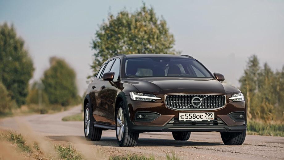 Volvo V60 Cross Country. Выпускается с 2018 года. Одна базовая комплектация. Цена 3 099 000 руб.Двигатель 2.0, бензиновый. Привод полный. КПП: автоматическая.