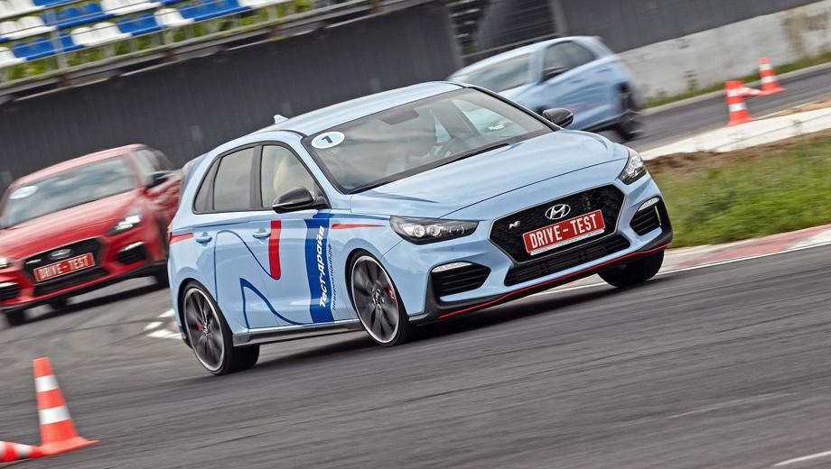 Hyundai i30 N. Выпускается с 2017 года. Две базовые комплектации. Цены от 2 200 000 до 2 350 000 руб.Двигатель 2.0, бензиновый. Привод передний. КПП: механическая.