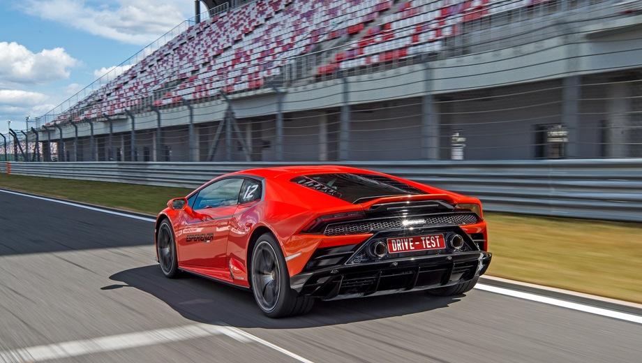 Lamborghini Huracan EVO. Выпускается с 2019 года. Одна базовая комплектация. Цена 16 500 000 руб.Двигатель 5.2, бензиновый. Привод полный. КПП: роботизированная.