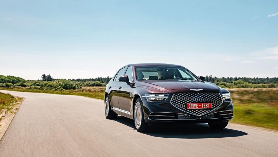 Genesis G90. Выпускается с 2018 года. Восемь базовых комплектаций. Цены от 4 690 000 до 7 060 000 руб.Двигатель от 3.3 до 5.0, бензиновый. Привод полный. КПП: автоматическая.