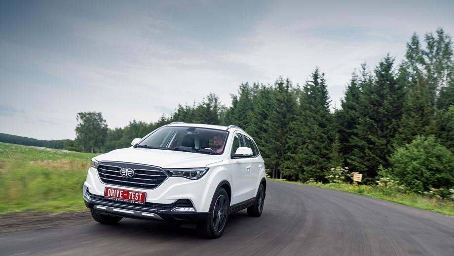 FAW Besturn X40. Выпускается с 2018 года. Три базовые комплектации. Цены от 1 107 000 до 1 206 000 руб.Двигатель 1.6, бензиновый. Привод передний. КПП: механическая и автоматическая.