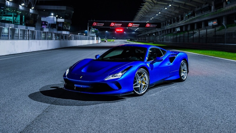 Ferrari F8 Tributo. Выпускается с 2019 года. Одна базовая комплектация. Цена 25 000 000 руб.Двигатель 3.9, бензиновый. Привод задний. КПП: роботизированная.
