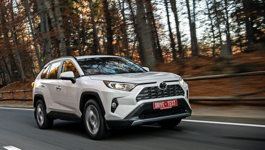 Toyota RAV4. Выпускается с 2019 года. Шесть базовых комплектаций. Цены от 1 756 000 до 2 661 000 руб.Двигатель от 2.0 до 2.5, бензиновый. Привод передний и полный. КПП: механическая, вариатор и автоматическая.