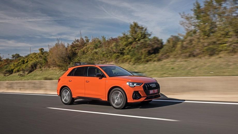 Audi Q3. Выпускается с 2018 года. Восемь базовых комплектаций. Цены от 2 325 000 до 2 945 000 руб.Двигатель от 1.4 до 2.0, бензиновый. Привод передний и полный. КПП: роботизированная.