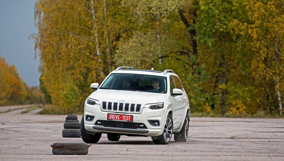 Jeep Cherokee. Выпускается с 2018 года. Пять базовых комплектаций. Цены от 2 255 000 до 3 399 000 руб.Двигатель от 2.4 до 3.2, бензиновый. Привод передний и полный. КПП: автоматическая.