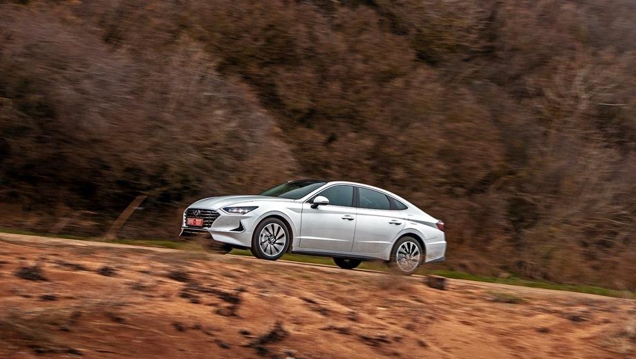 Hyundai Sonata. Выпускается с 2019 года. Шесть базовых комплектаций. Цены от 1 499 000 до 2 049 000 руб.Двигатель от 2.0 до 2.5, бензиновый. Привод передний. КПП: автоматическая.