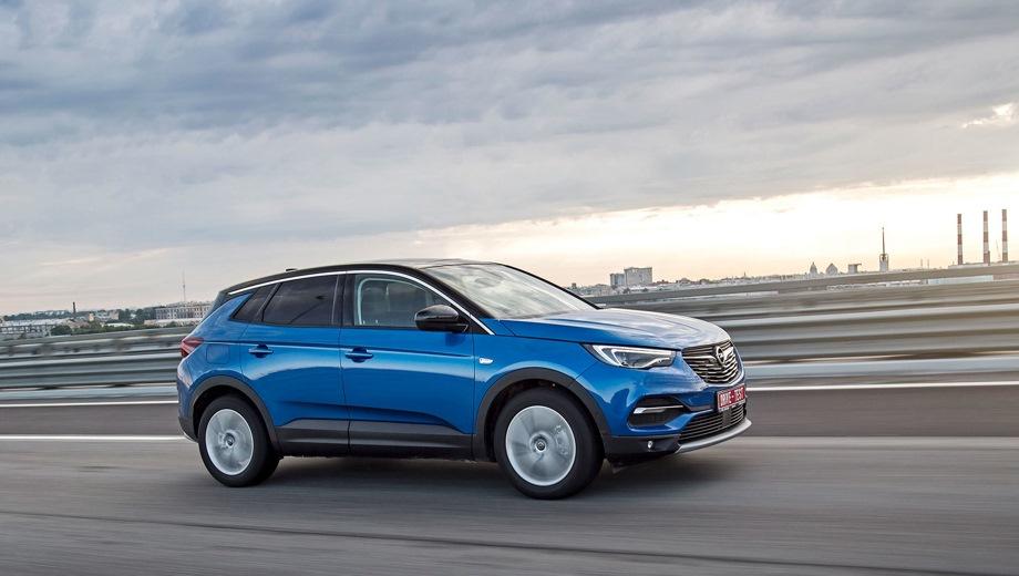 Opel Grandland X. Выпускается с 2017 года. Три базовые комплектации. Цены от 1 999 000 до 2 399 000 руб.Двигатель 1.6, бензиновый. Привод передний. КПП: автоматическая.