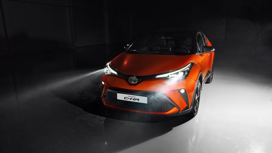 Toyota C-HR. Выпускается с 2019 года. Две базовые комплектации. Цены от 1 865 000 до 2 205 000 руб.Двигатель от 1.2 до 2.0, бензиновый. Привод передний и полный. КПП: вариатор.