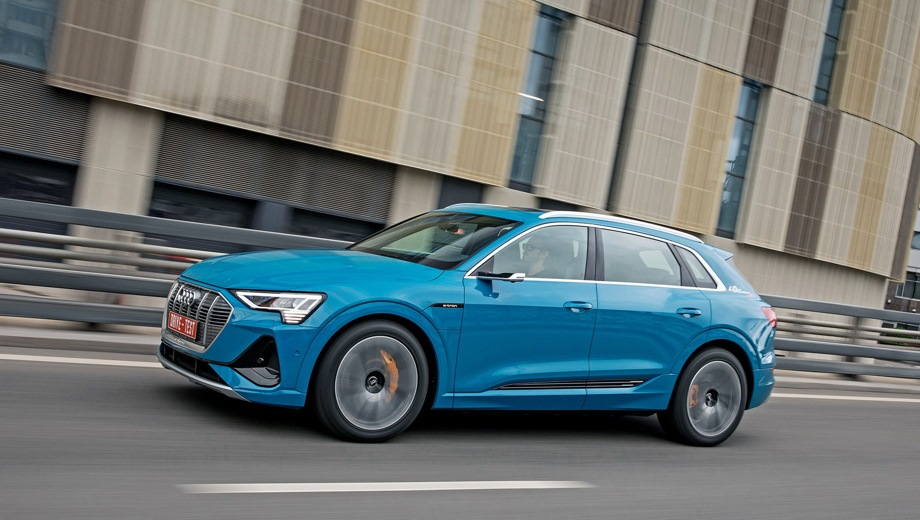 Audi e-tron. Выпускается с 2018 года. Четыре базовые комплектации. Цены от 6 280 000 до 7 105 000 руб.Привод полный. КПП: автоматическая.