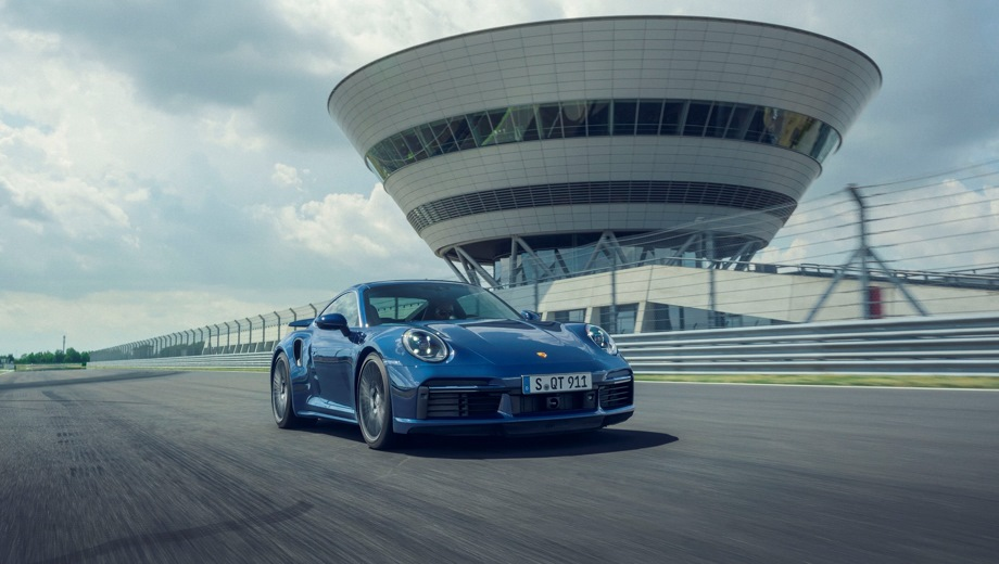 Porsche 911 Turbo Coupe. Выпускается с 2018 года. Две базовые комплектации. Цены от 15 600 000 до 17 850 000 руб.Двигатель 3.7, бензиновый. Привод полный. КПП: роботизированная.