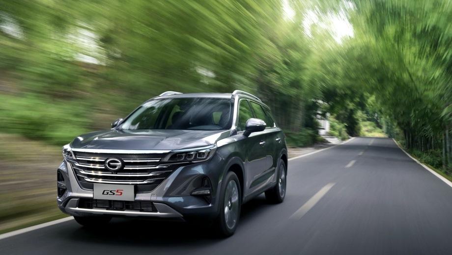 GAC GS5. Выпускается с 2018 года. Пять базовых комплектаций. Цены от 1 499 900 до 1 849 900 руб.Двигатель 1.5, бензиновый. Привод передний. КПП: механическая и автоматическая.