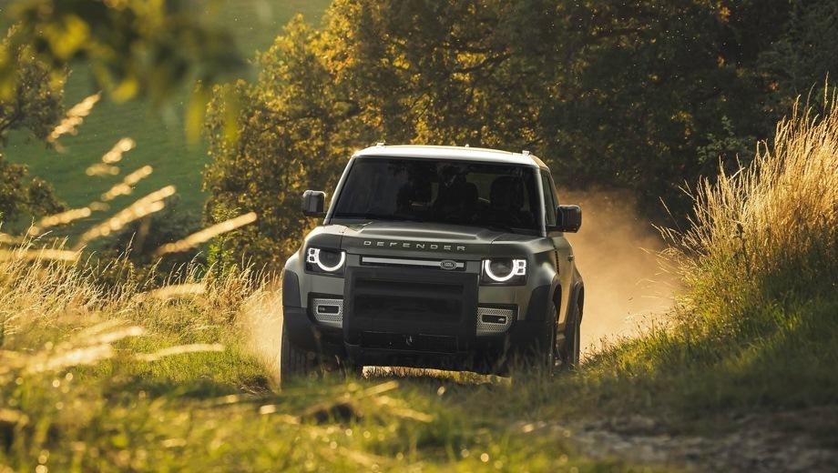 Land Rover Defender 90. Выпускается с 2019 года. Девять базовых комплектаций. Цены от 4 299 000 до 6 892 000 руб.Двигатель от 2.0 до 3.0, дизельный и бензиновый. Привод полный. КПП: автоматическая.