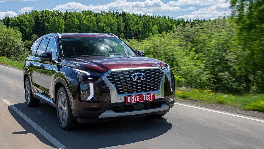 Hyundai Palisade. Выпускается с 2018 года. Десять базовых комплектаций. Цены от 3 549 000 до 4 229 000 руб.Двигатель от 2.2 до 3.5, дизельный и бензиновый. Привод полный. КПП: автоматическая.