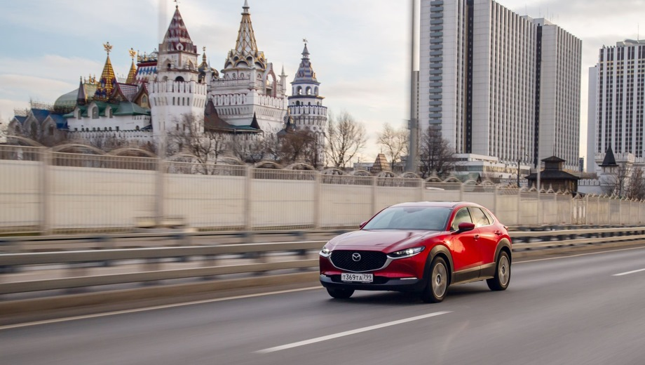Mazda CX-30. Выпускается с 2019 года. Пять базовых комплектаций. Цены от 1 683 000 до 2 187 000 руб.Двигатель 2.0, бензиновый. Привод передний и полный. КПП: механическая и автоматическая.