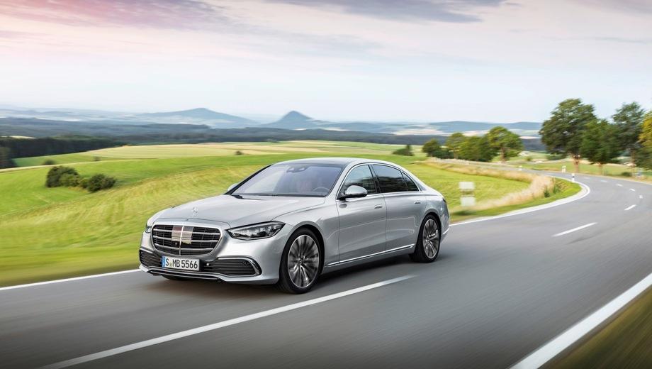 Mercedes-Benz S. Выпускается с 2020 года. Четыре базовые комплектации. Цены от 11 120 000 до 13 370 000 руб.Двигатель от 2.9 до 3.0, дизельный и бензиновый. Привод полный. КПП: автоматическая.