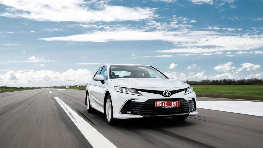 Toyota Camry. Выпускается с 2020 года. Одиннадцать базовых комплектаций. Цены от 1 880 500 до 2 916 500 руб.Двигатель от 2.0 до 3.5, бензиновый. Привод передний. КПП: вариатор и автоматическая.