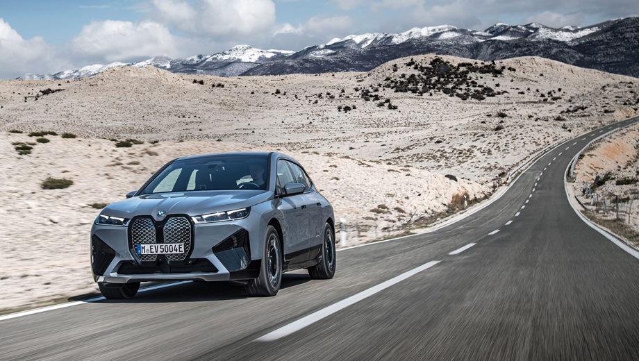 BMW iX. Выпускается с 2021 года. Одна базовая комплектация. Цена 8 500 000 руб.Привод полный. КПП: автоматическая.