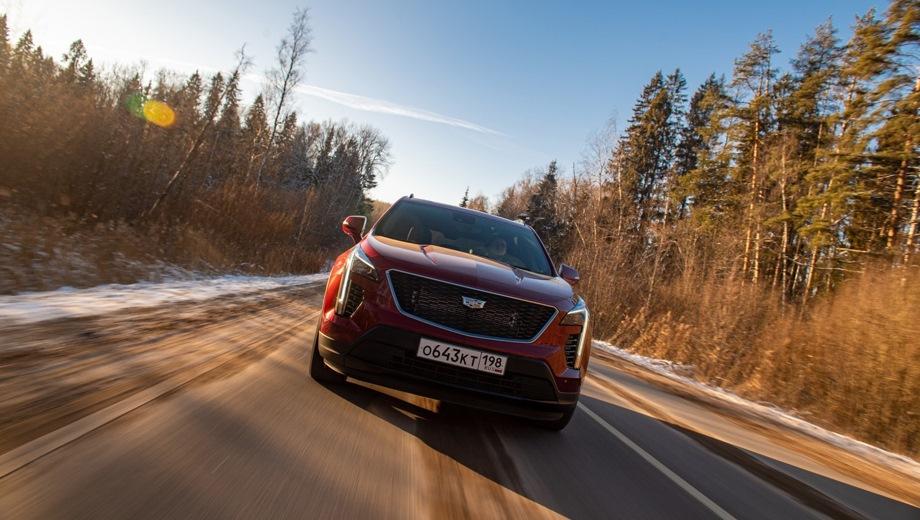 Cadillac XT4. Выпускается с 2020 года. Шесть базовых комплектаций. Цены от 3 400 000 до 3 720 000 руб.Двигатель 2.0, бензиновый и дизельный. Привод полный. КПП: автоматическая.