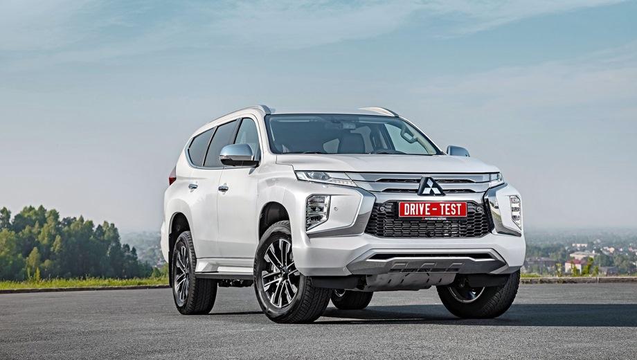 Mitsubishi Pajero Sport. Выпускается с 2019 года. Шесть базовых комплектаций. Цены от 2 959 000 до 3 999 000 руб.Двигатель от 2.4 до 3.0, дизельный и бензиновый. Привод полный. КПП: механическая и автоматическая.