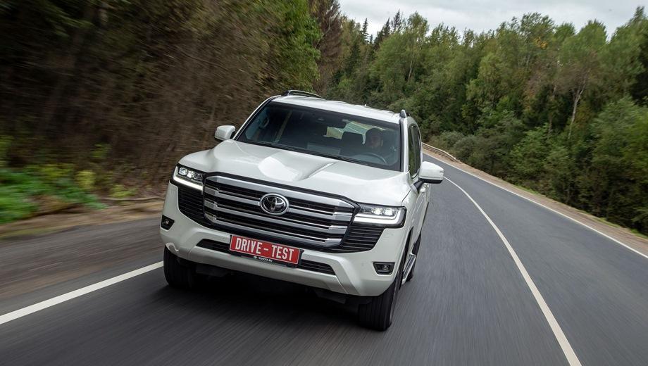 Toyota Land Cruiser 300. Выпускается с 2021 года. Восемь базовых комплектаций. Цены от 5 841 500 до 7 966 000 руб.Двигатель 3.4, дизельный и бензиновый. Привод полный. КПП: автоматическая.
