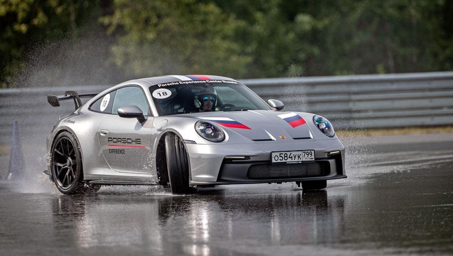 Porsche 911 GT3. Выпускается с 2021 года. Четыре базовые комплектации. Цена 13 890 000 руб.Двигатель 4.0, бензиновый. Привод задний. КПП: механическая и роботизированная.